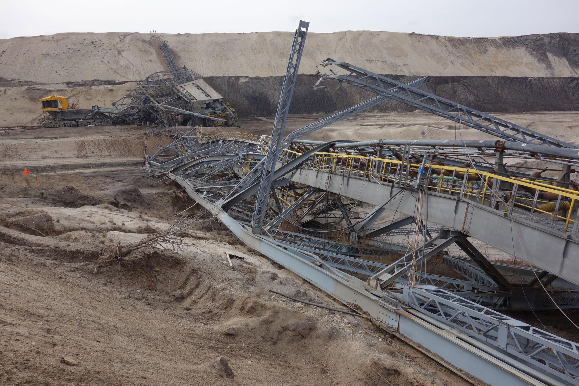 Übrig blieben mehrere hundert Tonnen Stahl, die nun im Lauf der nächsten Wochen zerkleinert werden